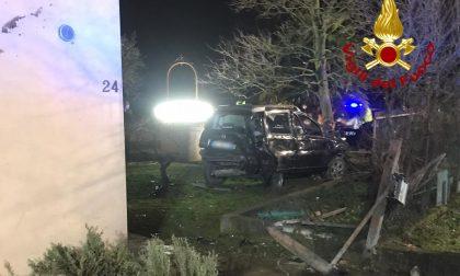 Piomba con l'auto in un giardino privato: paura a Santa Maria di Sala