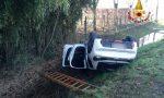 Auto rovesciata nel canale dopo l'incidente a Zianigo: donna ferita