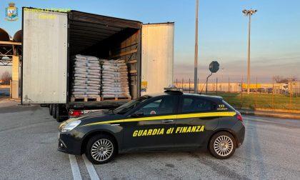 Tir provenienti dall'Est Europa carichi di pellet contraffatto fermati al casello di Venezia Est
