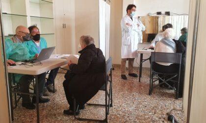 Prima giornata di vaccinazioni al punto di Piazzale Roma
