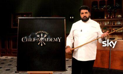 """Antonino Cannavacciuolo in piazza Vigo per registrare una puntata di """"Antonino Chef Academy"""""""