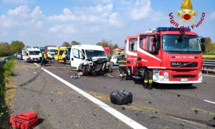 Grave incidente in A27, tre veicoli coinvolti: autostrada chiusa in direzione Venezia