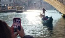 Contro il Covid arriva il tour virtuale in gondola. Ecco il video su Instagram