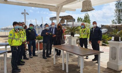 Lido di Venezia: consegnati ai gestori dei bagni i defibrillatori