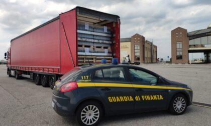 760mila prodotti non conformi provenienti dall'Est Europa, pronti per essere commercializzati, bloccati dalle Fiamme gialle