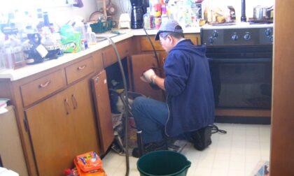 Trova un idraulico online ma è un truffatore: nei guai 42enne di Mirano