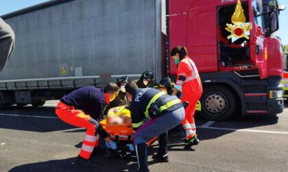 Malore mentre guida il camion, salvato da Polizia e Vigili del fuoco