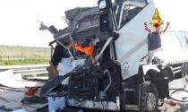 Tamponamento tra camion, un ferito grave: interrotto il traffico autostradale in direzione Venezia