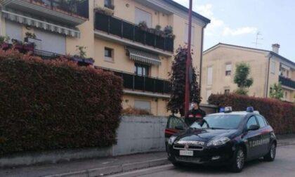"""Festino """"abusivo"""" interrotto dai Carabinieri: altro che coprifuoco, al party spuntano pure le armi"""