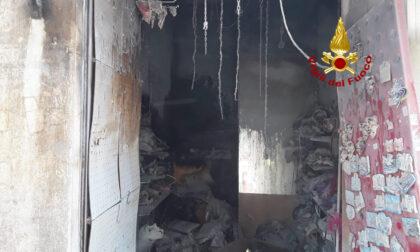 Paura nel Sestiere Cannaregio: le immagini dell'incendio in un negozio di maschere