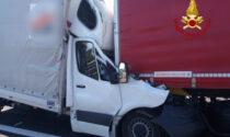 Tragico tamponamento in A4 tra camion e autocarro: un morto