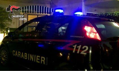 Game over per il ladro seriale: in due giorni aveva rubato due auto, due registratori di cassa, una motosega, salumi e formaggi