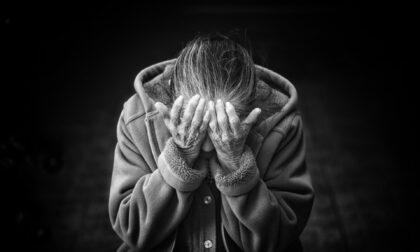Ladri senza cuore in azione, rapinavano gli anziani più fragili nelle Rsa