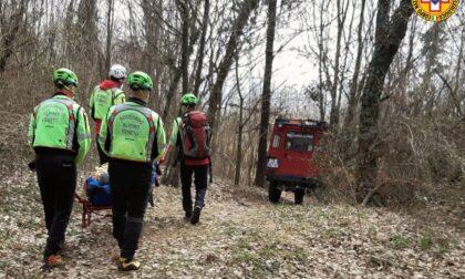 Perde l'appoggio in scalata: alpinista 39enne di Mestre fa un volo di sei metri, il video del salvataggio