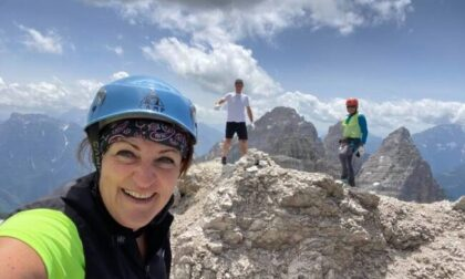 Raggiunge la vetta e scatta un selfie, poi perde l'equilibrio e precipita: morta la 50enne Annamaria Nerosi