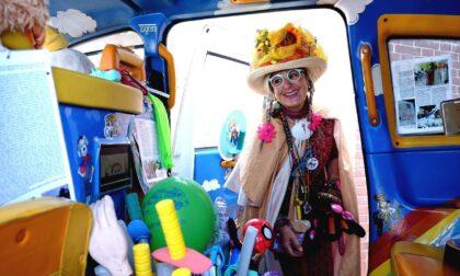"""Perde il marito per un cancro e trasforma il taxi in un """"paradiso"""" per bambini malati"""