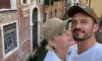 Spritz, baci e selfie tra i canali: le foto della vacanza d'amore a Venezia di Katy Perry e Orlando Bloom