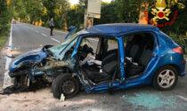 Auto finisce contro un albero a Jesolo: feriti gravemente due giovani