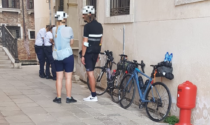 Sanzionate due persone che guidavano le loro bici in centro storico a Venezia