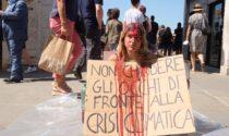 Primo giorno di G20: a Venezia fuori si manifesta per l'Ambiente, dentro si parla delle multinazionali