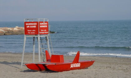 Litorale di Bibione, turista 79enne muore annegato: grave anche una bimba di 10 anni