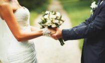 Lui le nasconde la malattia e il vescovo annulla le nozze