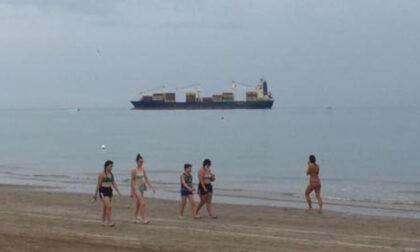 Nave porta container da 184 metri incagliata davanti alla spiaggia di Cortellazzo