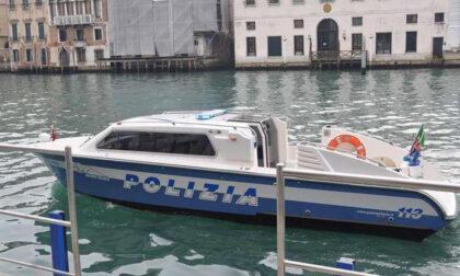 Venezia, cadavere in costume da bagno trovato in un rio: festa Italia finita male?