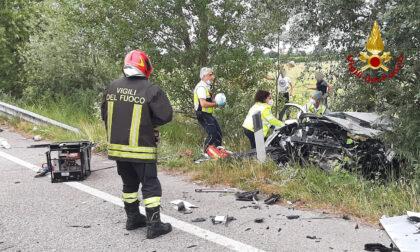 Noventa di Piave, tremendo scontro tra auto e camion: un ferito grave estratto dalle lamiere