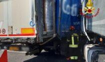 Maxi tamponamento tra camion in A4: un ferito e traffico paralizzato