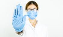 """80 camici bianchi """"no vax"""" a rischio sospensione: hanno detto """"no"""" al vaccino senza un valido motivo"""