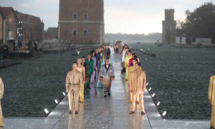 Violento nubifragio a Venezia: la grandine guasta la festa in Arsenale