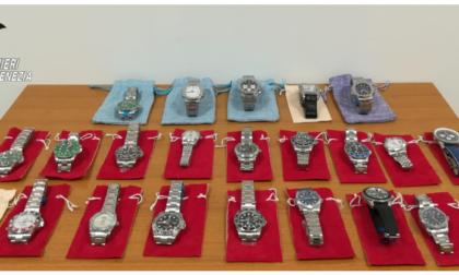 """""""Volete un Rolex?"""", ma l'orologio è un tarocco e loro sono carabinieri in borghese: denunciato"""