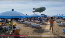 """Quando la pubblicità diventa """"pericolosa"""": il video del dirigibile che sfiora i bagnanti"""
