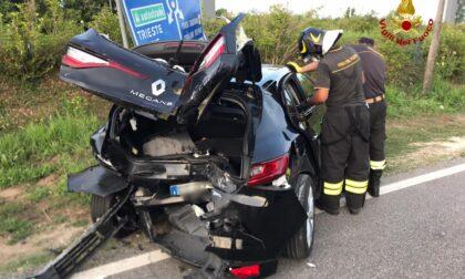 Le foto dell'incidente tra due auto a Jesolo: sei feriti tra cui un pedone