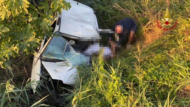 Eraclea, tremendo schianto tra auto e furgone: un ferito grave