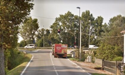 Ciclista investita da un furgone: è caccia al pirata della strada