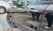 Auto in sosta sfregiate a ripetizione, preso l'insospettabile colpevole