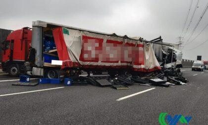 Incidente tra mezzi pesanti sul passante di Mestre, strada chiusa e traffico deviato