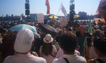 No vax a Venezia in 1500 contro il Green pass: e dal palco un relatore cita Hitler