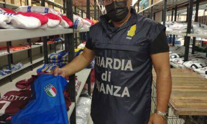 Febbre da Europei, tutti pazzi per il calcio: ma sul mercato spuntano le maglie tarocche