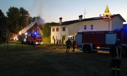 Incendio a San Michele al Tagliamento, le fiamme hanno avvolto una casa a schiera