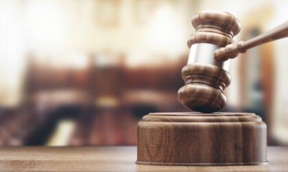 La seduce sui social fingendosi un ricco architetto: 50enne a processo per violenza sessuale