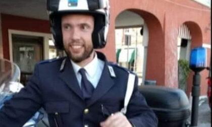 Sirene spiegate e fiori: il commovente omaggio per l'agente Massimo Boscolo