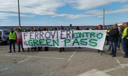Asse sindacati di base e No Vax: Ugl Ferrovieri contro il Green pass