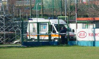 Infarto sul campo da calcio, giocatore salvato dai compagni di squadra